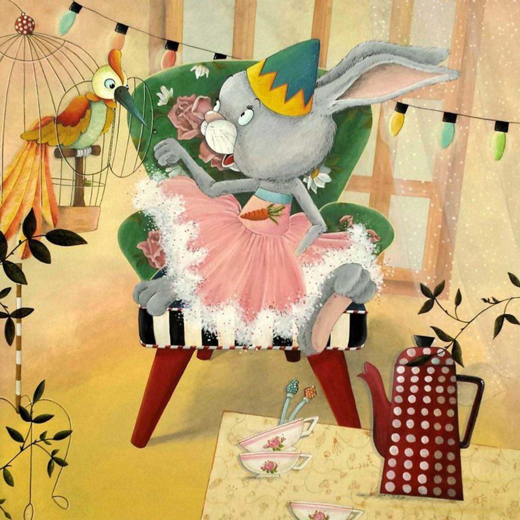 haas op een fauteuil bij een vogelkooi met bonte vogel en theeservies op tafel